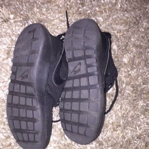 Nike Shoes - Kids Nike roshes used a few times